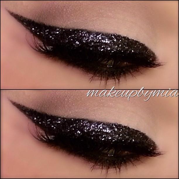 black-glitter-liner